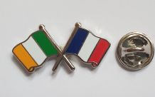 IRELAND & FRANCE - FLAG FRIENDSHIP BADGE (T1222)
